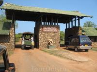 Въезд в Национальный парк Ялла на сафари.
