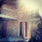 Утро красит нежным цветом стены Кноссого дорца...))