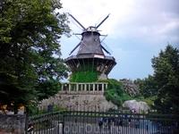 """Сан-Суси. """"Демократическая мельница"""".Она стояла еще до строительства дворцового-паркового комплекса. Фридриху она мешала и он приказал снести ее, предложив ..."""