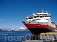 """Круизный лайнер компании """"Хуртирутен"""" (Hurtigruten) в порту Будё, губерния Нурланд.  Foto: Andrea Giubelli/Innovation Norway"""