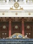 знак будды - колесо Сантары. Когда рождается Будда его  отличают именно  по этому знаку,  Колесо Сантары должны быть у него на руках и  ступнях.