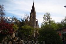 Интерлакен. Красивая и мрачная церковь Шлосскирхе (Schlosskirche), Замковая Церковь.