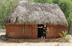 Жилище индейца - глинобитный домик покрытый соломой. Ничего особенного, все очень аскетично.