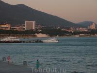 Вид на Геленджик с другой стороны бухты