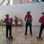 Аэропорт Доминиканы. Так встрчают туристов доминиканцы