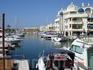 """В порту Беналмадены помимо """"Алых парусов"""" множество таких вот небольших прогулочных яхточек, катерочков и прочих видов морского транспорта, которые легко ..."""