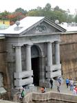 В 1784-1787 годах по проекту Львова был придан торжественный вид Невским воротам и Комендантской пристани. Именно с этой пристани узников, приговорённых ...