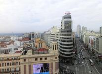 Здание, которое начинает третий отрезок Gran Vía (про три отрезка я писала в прошлом мадридском отчете) называется Edificio Capitol или Edificio Carrión ...