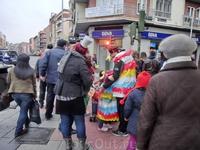 В Испании, как и во многих других странах, начало февраля - время карнавалов. Я вроде бы не планировала смотреть карнавальные шествия в Мадриде, но от ...