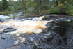 Другой водопад, также около Рускеалы. Много народу. Сторожка.