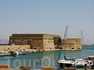 Ираклеон - столица Крита. Прямо у входа в порт (венецианская гавань) находится крепость с турецким названием Кулес.
