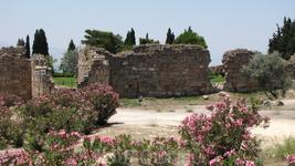 Хотя, по легенде на пике горы находится могила св. Филлипа, апостолла Иисуса.