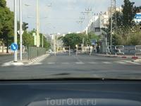 Ашдод.В Шабат некоторые кварталы города перекрываются,чтобы машины не смогли проехать.Нельзя ничего делать руками-значит,и водить машину тоже.