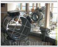 В гидролаборатории отрабатывают действия в открытом космосе, поэтому смоделирована только наружная обшивка космических аппаратов.