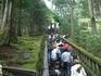 Крутая лестница с высокими каменными ступенями ведет к месту упокоения первого сегуна из рода Токугава
