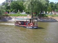 Такие кораблики плавают по Влтаве