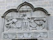 Один из многочисленных барельефов собора.