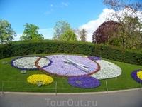 Знаменитые цветочные часы в Английском саду