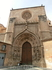 Дверь Апостолов была создана в 1463 Diego Sánchez de Almazán в стиле готики для прохода к трансепту с южной стороны. На нижнем уровне расположены статуи ...