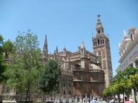 В центре Старого города возвышается Кафедральный собор Святой Марии.