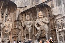 Здесь, в каменных пещерах, уединялись от мирской жизни и посвящали себя духовной практике буддийские монахи.