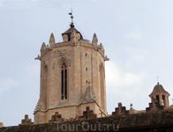 На колокольне до сих играют одни из самых колоколов Европы. У колоколов (ну по крайней мере у испанских) есть свои имена - это Fructuosa (1313 года), Maria ...