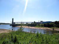 Место впадения реки Черемухи в Волгу. На другом берегу Черемухи - грузовой порт