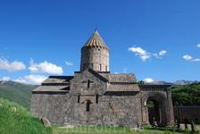 Татевский монастырь, расположенный на краю ущелья, был построен около 900г. и являлся центром просвещения и науки. Красивое место. Можно осмотреть не только ...