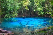 Нереально голубое озеро