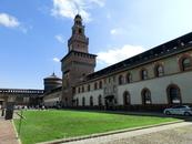 В середине 14 века род Висконти потерял свое влияние, и в Милане была провозглашена Амброзианская республика. Ее сподвижники нанесли большие повреждения ...