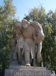низкий поклон медикам войны! Девушкам и женщинам вытаскивающим раненных из самого пекла сражений