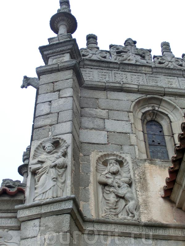 Барельефы западного фасада.