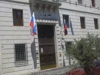 Автобус ожидал нас около здания Посольства РФ в Италии.
