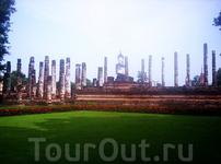 Кхмерские храмы))) к сожалению сейчас не вспомню ни город, ни название храма