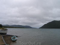 На горизонте между горами - исток р. Ангары из оз. Байкал