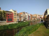 Вид на реку Оньяр с Placa de Catalunya. Место слияния рек Оньяр и Тер иберийские пдемена заселили уже в 5-м в. до н.э. В 70-е годы нашей эры римляне воздвигли ...