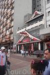 Сан-Паулу. Японский район Либердади, здесь проживает самое большое количество японцев, за пределами своей страны. В ресторанах японская кухня, все вывески ...
