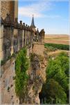 Алькасар изначально строился как крепость, но успел побывать королевским дворцом, государственной тюрьмой, королевской артиллерийской академией.