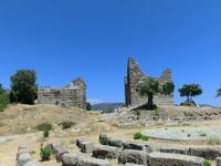Ворота Миндоса были укреплены двумя монументальными башнями, имевшими площадь основания приблизительно 7x8,5 метров. Одна из башен сохранилась до наших ...