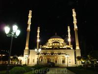 """Мечеть """"Сердце Чечни"""" находится в центре Грозного и является его визитной каточкой."""