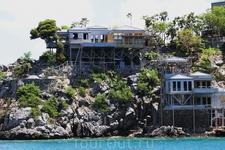 Домики на островах.