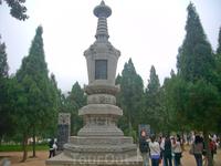 В каждой пагоде – прах монаха, который был предан земле с 791 по 1803 гг.