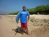 Это Чико. Если хотите индивидуального гида+6281353224311 - его телефон в Индонезии.