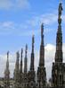 Фасад собора кроме горгулий украшают 3000 статуй и 135 шпилей.