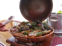 Это блюдо называется катаплана (запеченые морепродукты). Пришлось потрудиться.