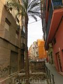 Вообще вне исторического центра Мурсия мне не очень понравилась, довольно обшарпанные дома, расписанные граффити, на улицах вместо привычных кафешек, где можно недорого и вкусно поесть сплошные кебаб-хаусы и пивные.