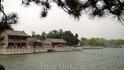 Павильоны вокруг Южного озера, располагающегося на территории Летнего Дворца