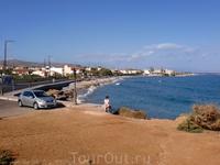 Пляж в деревушке Гувес, 30-40 минут пешком или 10 мин на машине от отеля. На набережной много таверен-кофеен, оборудованные пляжи 5-6 Евро зонт+2 лежака ...