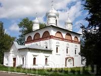 Церковь во имя Пресвятой Троицы (XVII век), находится в самом центре города Старой Руссы.