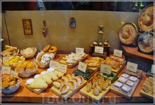 В Толедо очень щедрая национальная кухня. Многие кафе и рестораны предлагают своим гостям традиционные блюда, в частности, знаменитый марципан. К традиционным ...